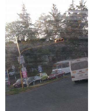 Semáforo sin funcionar en Calle Camino al Batan
